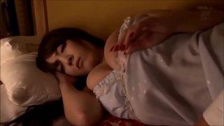 bella durmiente tetona Hitomi Tanaka