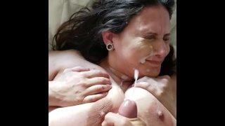 Donando semen a la puta chichona